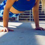 Posilňovanie rúk a chrbta – sú na to potrebné činky a závažia?